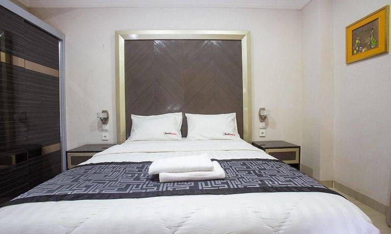 Hotel Reddoorz Plus Near Pondok Indah Mall Jakarta Indonesia Season Deals From 12